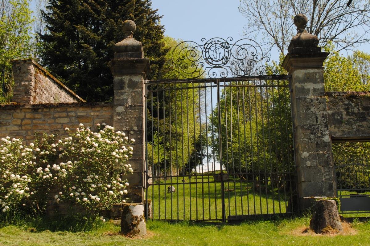 Entrée de la Manufacture Royale de Bains les Bains - Location de vacances - Bains-les-Bains