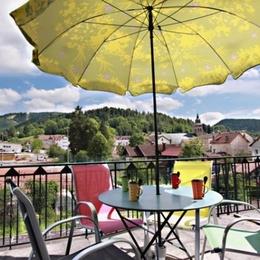 Terrasse bien exposée avec vue sur la ville et le massif - Duplex Gérardmer - Location de vacances - Gérardmer