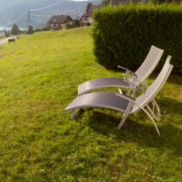 accès à la terrasse depuis la grande baie vitrée du salon - Location de vacances - Gérardmer