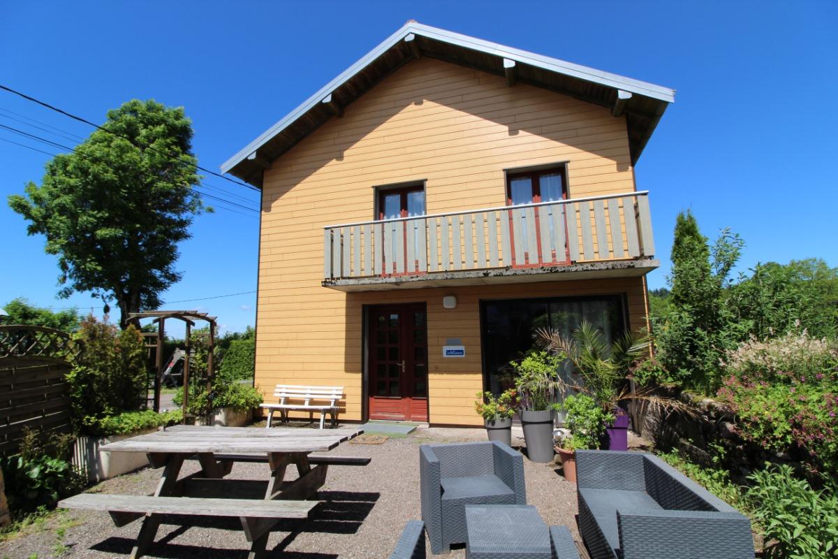 La façade vue du jardin - Location de vacances - Girmont-Val-d'Ajol