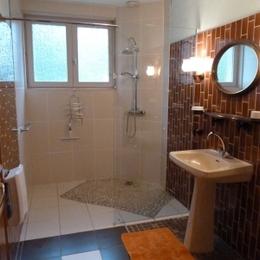 Salle d'eau douche italienne - Location de vacances - La Chapelle-aux-Bois