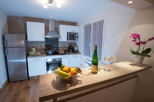 la cuisine toute équipée est ouvert sur le salon pour plus de convivialité - Location de vacances - Xonrupt-Longemer