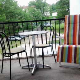 balcon où vous pouvez manger et vous détendre - Location de vacances - Bains-les-Bains