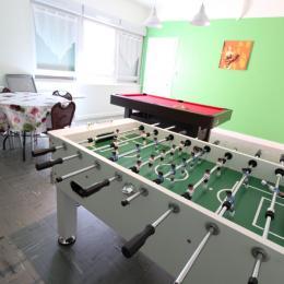 Salle convivialité en rez-de-chaussée et en libre accès - Location de vacances - Bains-les-Bains
