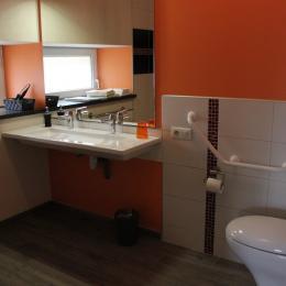 Le Feigne Georges - salle d'eau avec vasque double - Chambre d'hôtes - Plombières-les-Bains