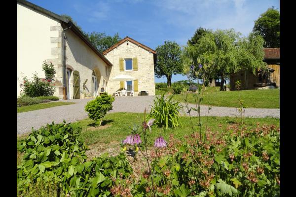 Vue de l'entrée - Gîte le Champ Hêtre - Location de vacances - Le Clerjus