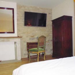 Le Feigne Canard - la chambre vue du lit - Chambre d'hôtes - Plombières-les-Bains