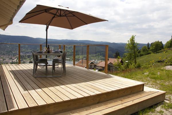 Gîte de l'Alise Haut - Grande terrasse avec vue sur vallée et lac de Gérardmer - Location de vacances - Gérardmer