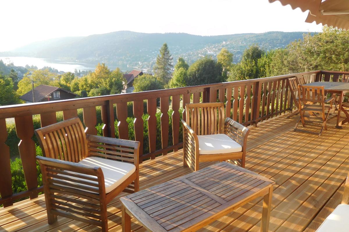 La terrasse et sa jolie vue sur le lac et les montagnes - Location de vacances - Gérardmer