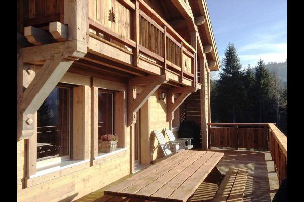 Chalet Le Haut Meix à Gérardmer - Grande terrasse bois bien exposée - Location de vacances - Gérardmer