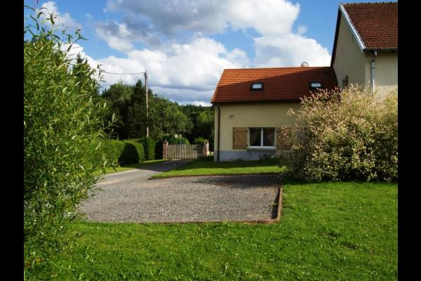 Parking - Maison Jardin de Taintrux - Location de vacances - Taintrux