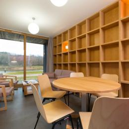 Woodies - Pergis - espace salon et repas - Location de vacances - Xertigny
