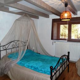 la chambre bleue du rez-de-chausée - Location de vacances - Corcieux