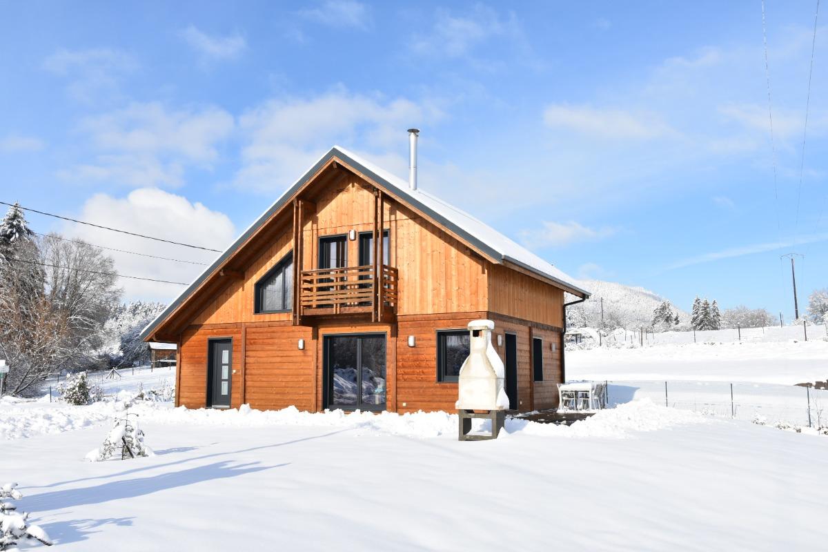 Chalet Au Pied du Kemberg - terrasse bois 65 m² salon de jardin, transats et barbecue. - Location de vacances - Saulcy-sur-Meurthe