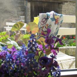 Le soleil invite à sortir sur la terrasse - Chambre d'hôtes - Trampot