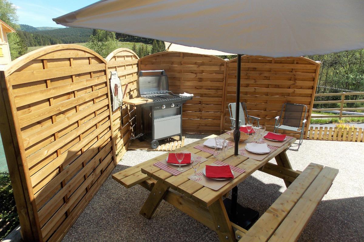 Terrasse été coté cuisine-barbecue gaz - Location de vacances - Xonrupt-Longemer