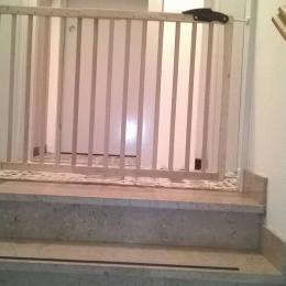 La protection enfant en haut de l'escalier-Gite du Mourot Le Syndicat Vosges - Location de vacances - Le Syndicat