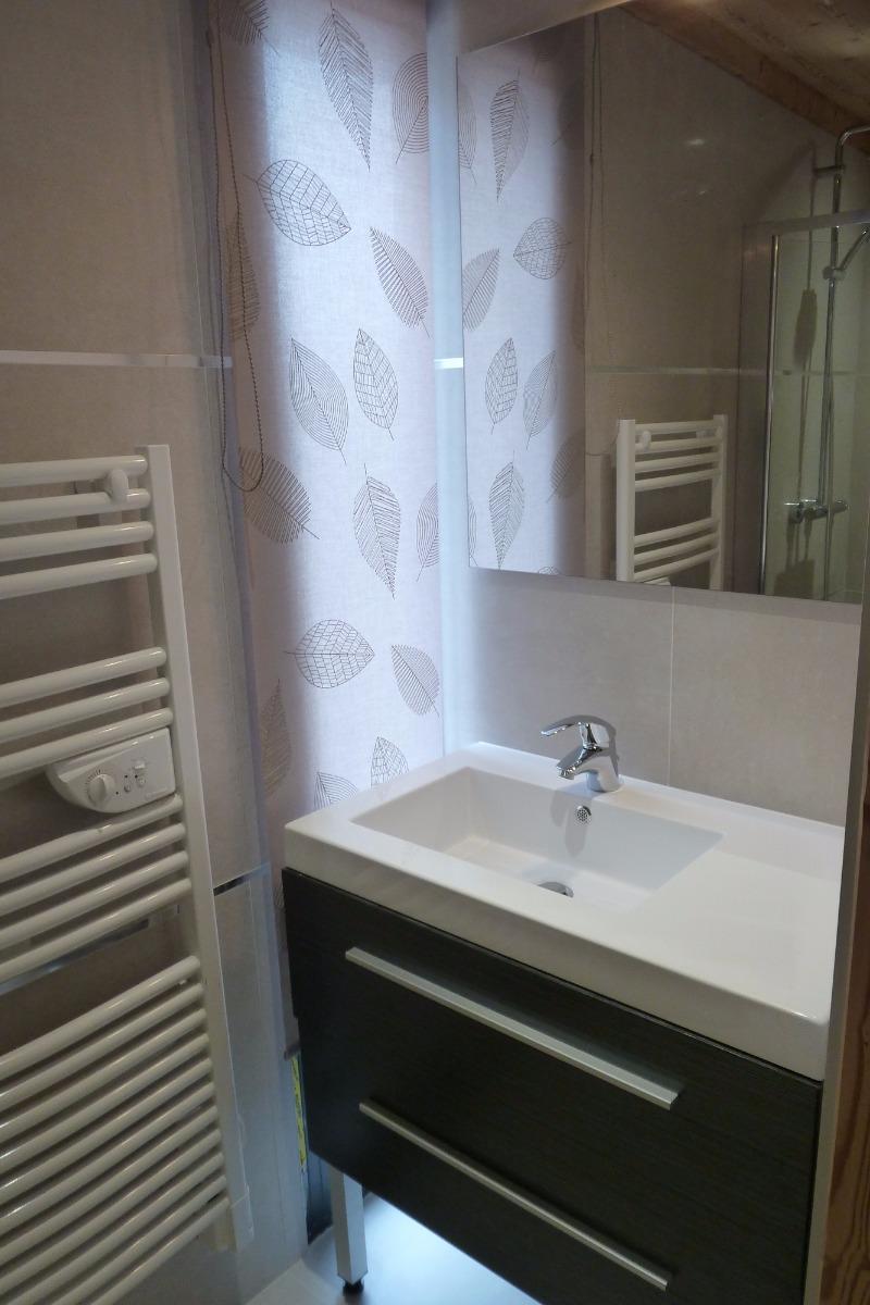 Salle d'eau chambre 1 - Chalet les 4 vents Gérardmer - Location de vacances - Gérardmer