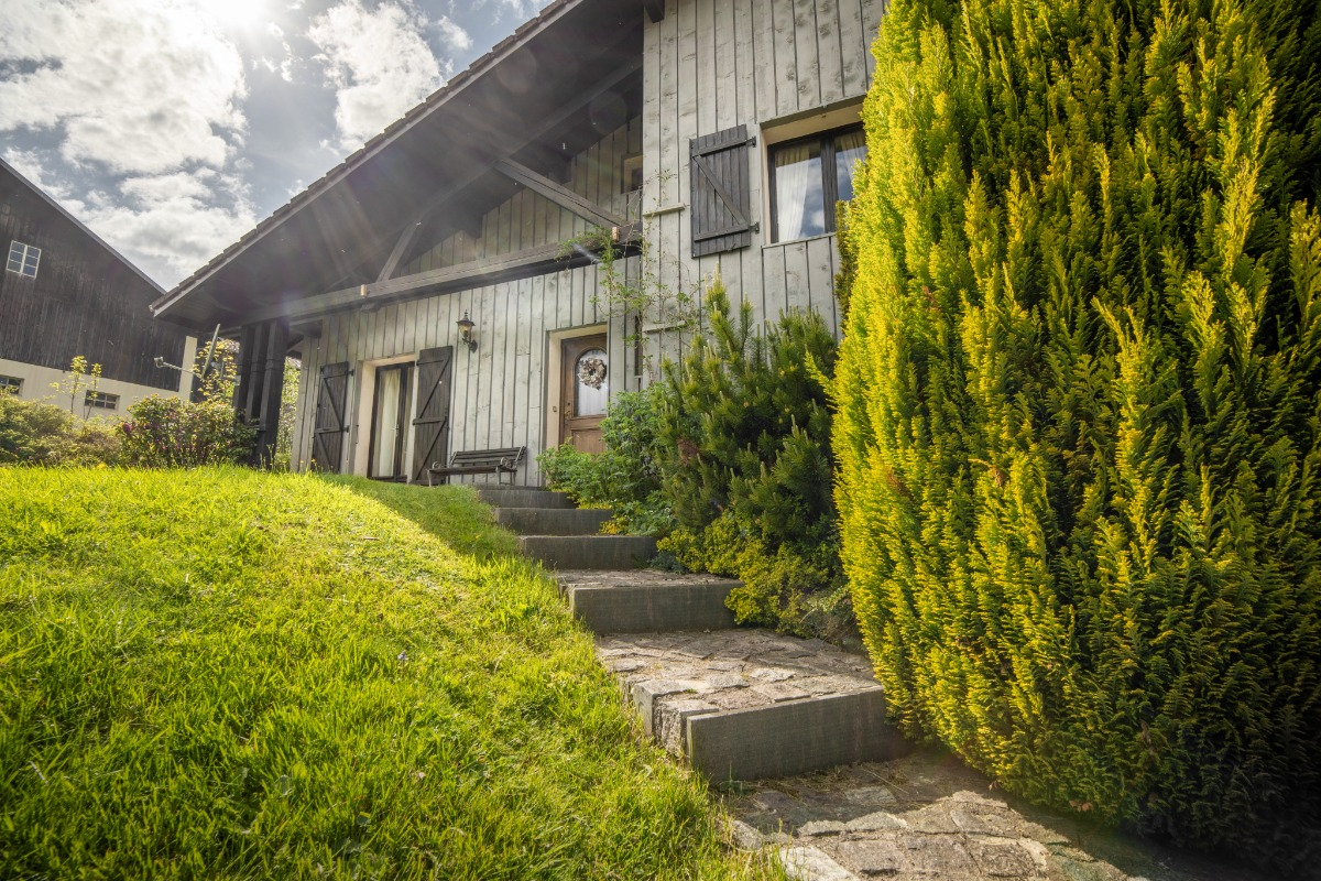 Le chalet, le jardin côté entrée... - Location de vacances - Xonrupt-Longemer