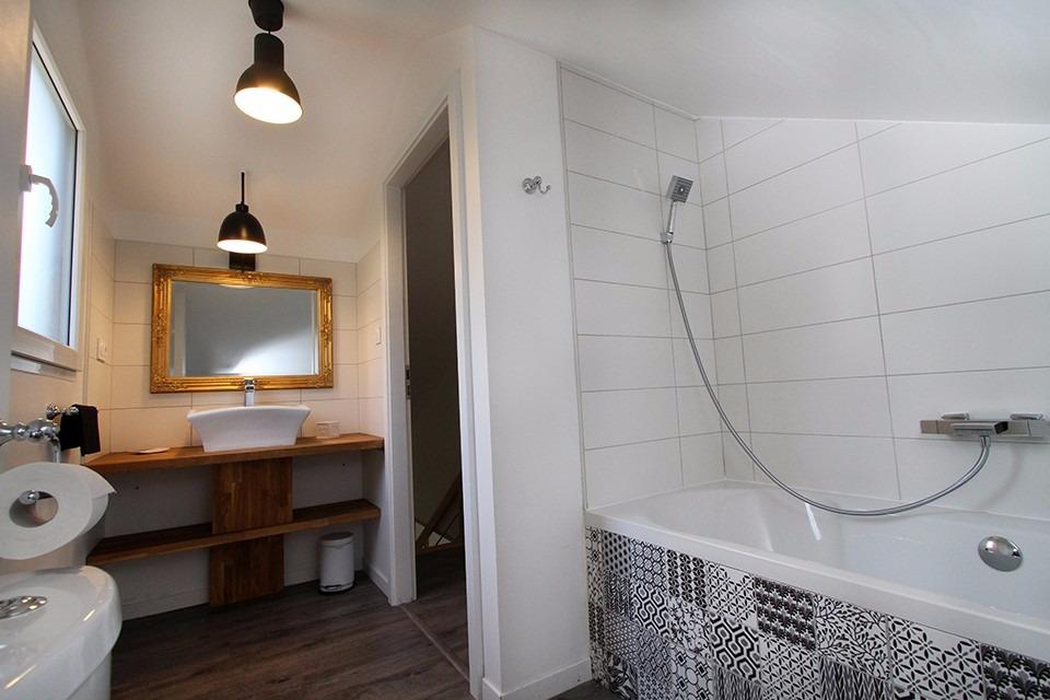 a g rardmer surplombant la ville et le lac chalet de. Black Bedroom Furniture Sets. Home Design Ideas