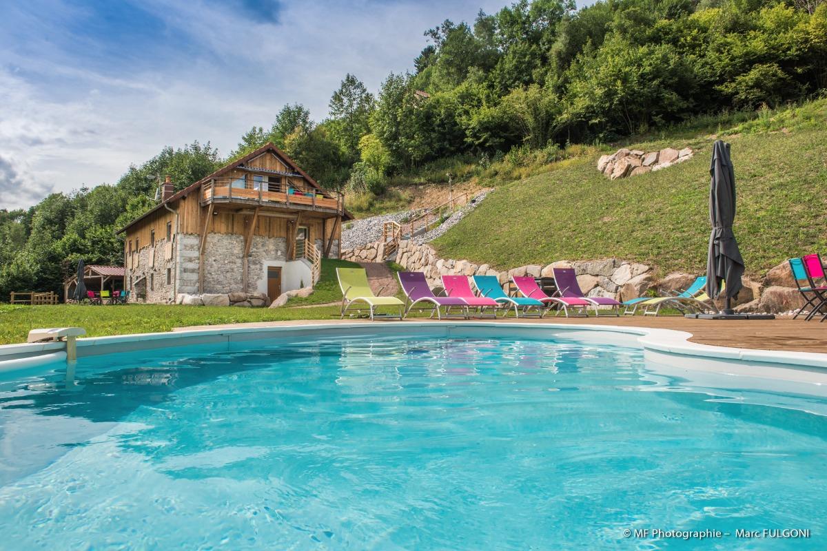 Le gîte vu depuis la piscine - Location de vacances - La Bresse