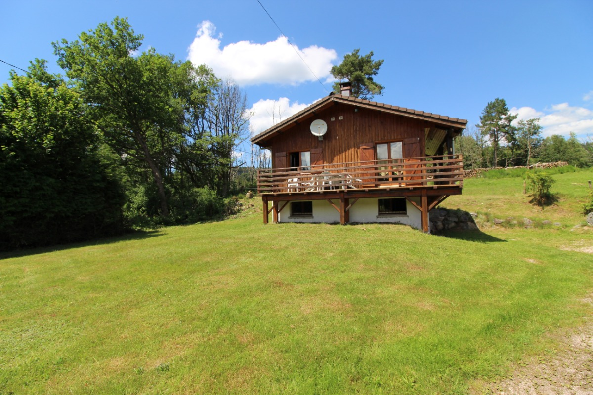 Extérieur et son grand jardin - Location de vacances - Barbey-Seroux