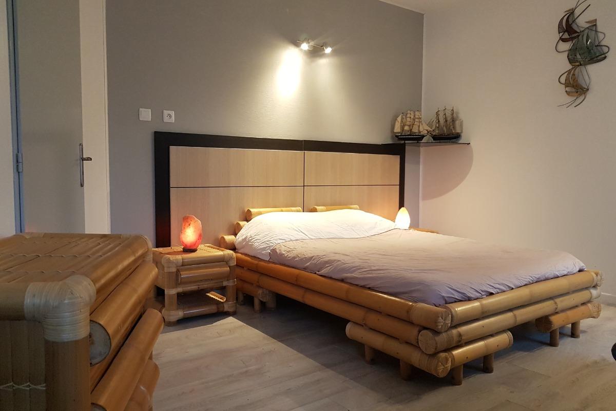 Chambre et son espace salon - Location de vacances - Charmois-l'Orgueilleux