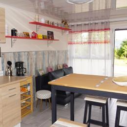 Petite cuisine usage réserve exclusivement au client  - Chambre d'hôtes - Bruyères