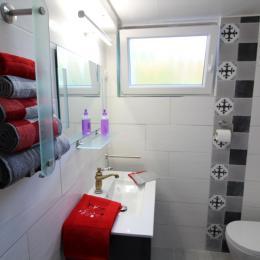 Salle d'eau communicante à la chambre - Chambre d'hôtes - Bruyères