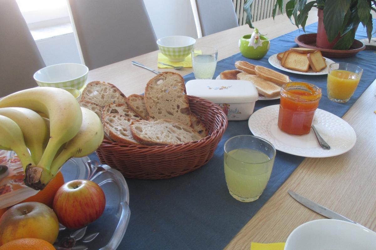 petit déjeuner - Location de vacances - Charmois-l'Orgueilleux