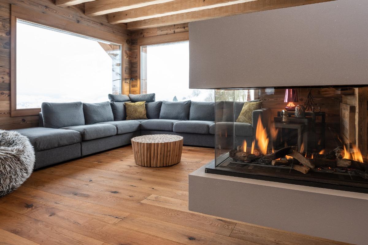 Chalet vu du jardin avec en bas les 3 chambres, au milieu le séjour avec terrasse et au dessus la 4 ème chambre avec terrasse - Location de vacances - La Bresse