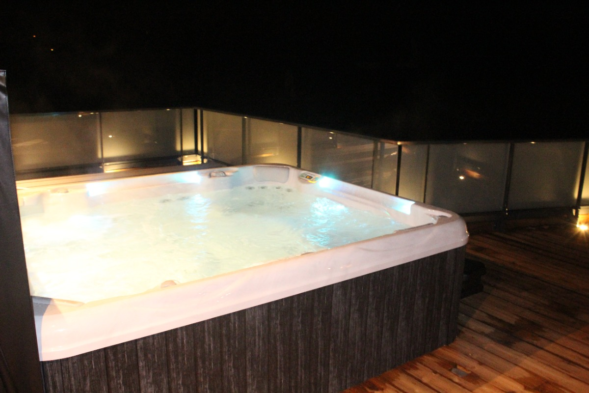 Spa sur la terrasse - Location de vacances - Ban-de-Laveline