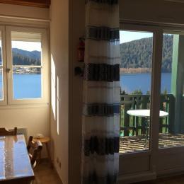 Coin salon et séjour avec vue directe sur lac  - Location de vacances - Gérardmer