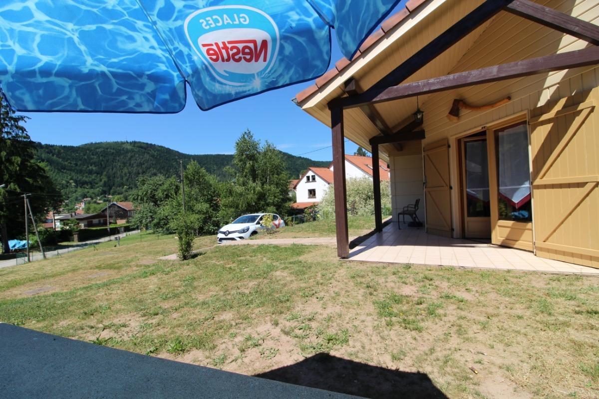 Vue sur le village et le Massif depuis la terrasse - Location de vacances - Allarmont
