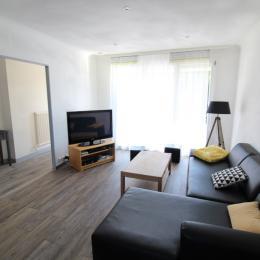 Grand salon et entrée - Location de vacances - Bruyères