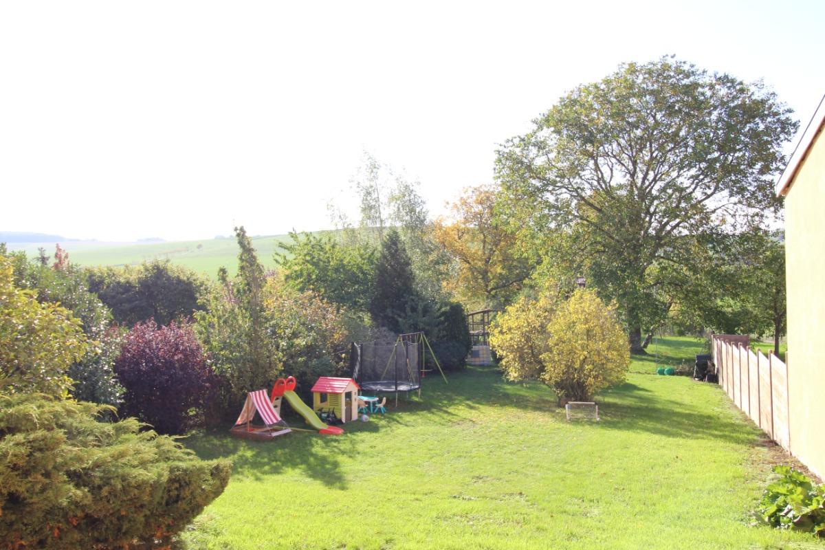 Terrasse et vue sur le jardin - Location de vacances - Parey-sous-Montfort