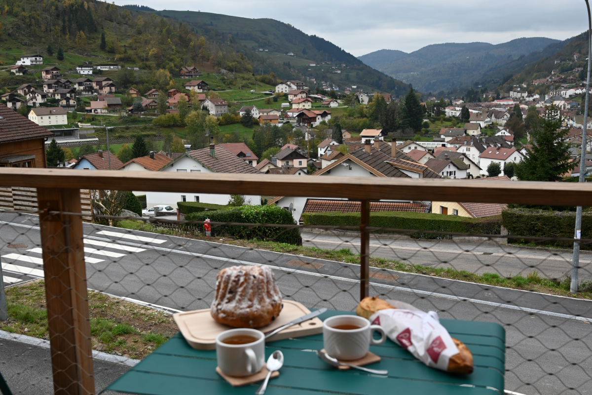 Pause détente sur le balcon - Location de vacances - La Bresse