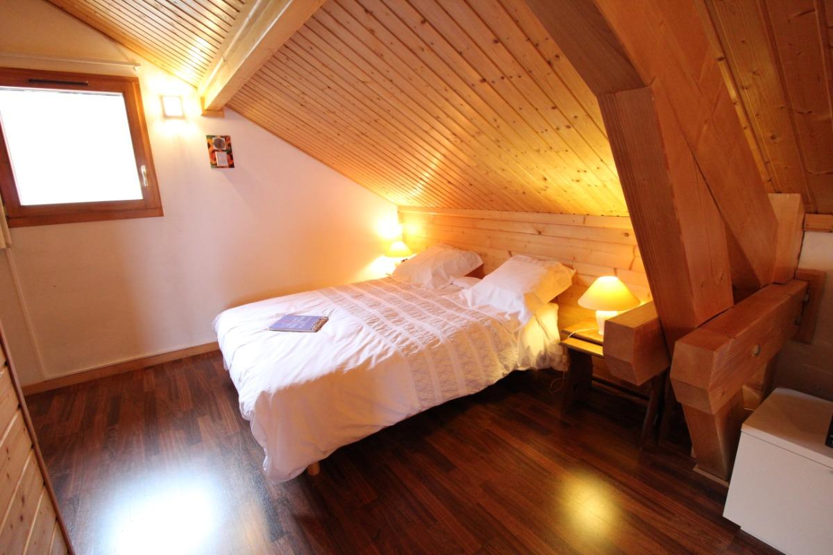 Chambre, espace nuit lit double - Chambre d'hôtes - Girancourt