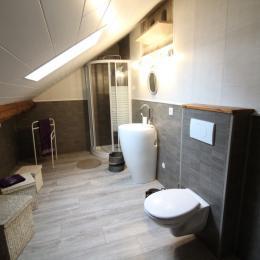 Espace bureau et télévision dans la chambre - Chambre d'hôtes - Le Clerjus