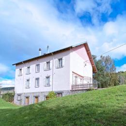 Vue du Domaine sur le Massif des Vosges et le village de Plainfaing - Location de vacances - Plainfaing
