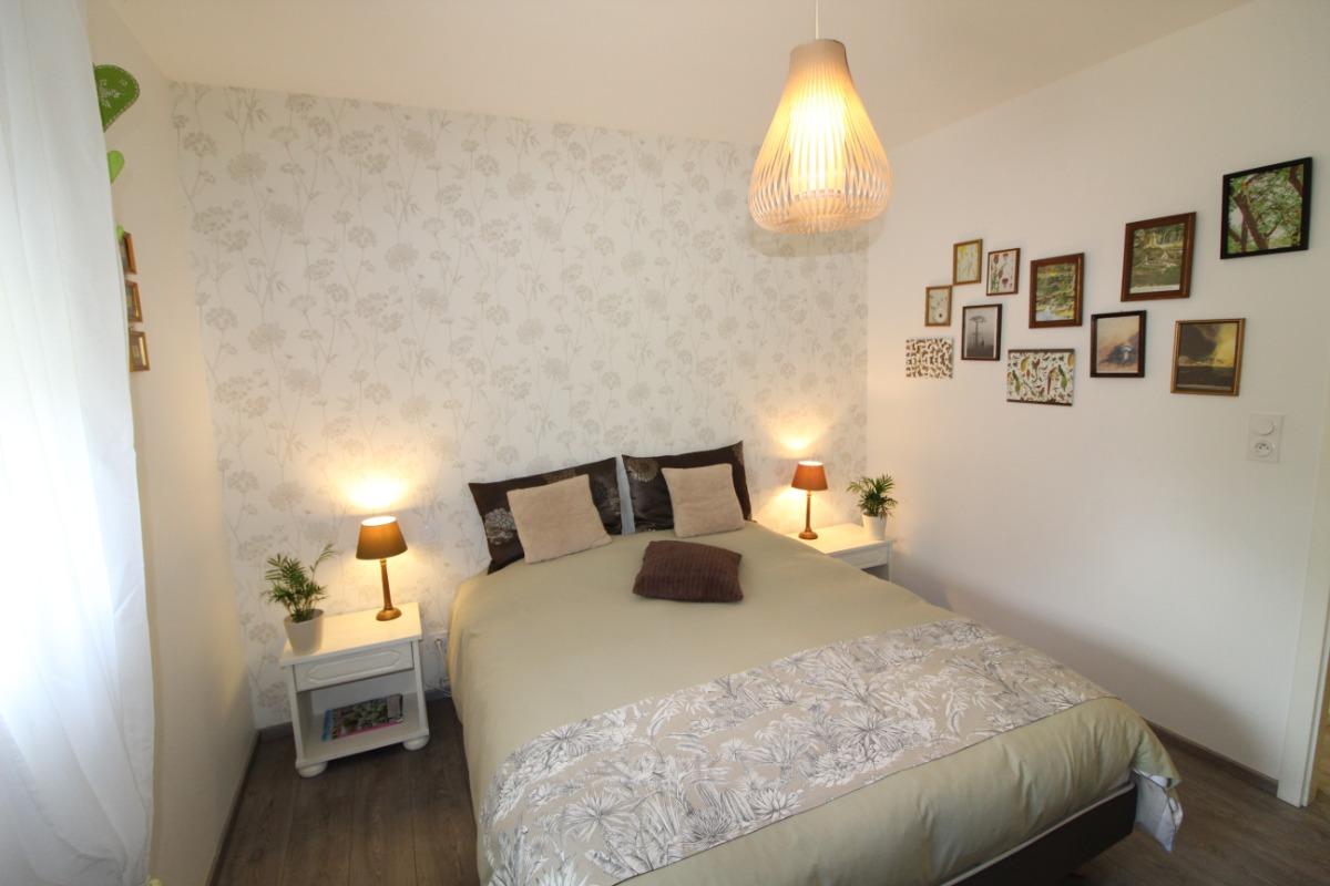 chambre avec lit de 160x200 - Location de vacances - Dompaire