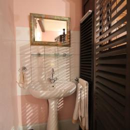Point d'eau dans chambre suite Jeanne d'Arc - Chambre d'hôtes le Prieuré - Chambre d'hôtes - Aydoilles