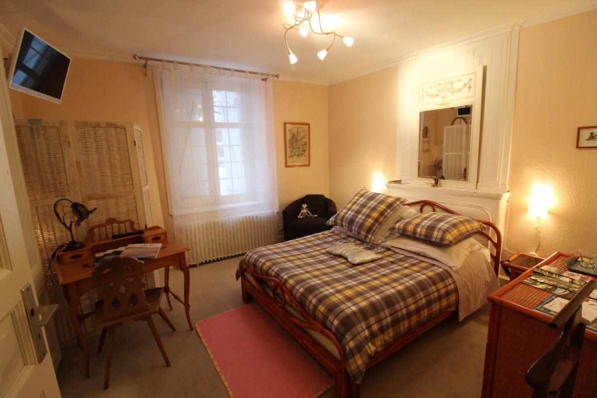 Chambre Saint Hubert avec lit électrique - Chambre d'hôtes le Prieuré - Chambre d'hôtes - Aydoilles