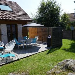 Terrasse aménagée et son espace salon / spa - Notre Cocon - Location de vacances - Thiéfosse