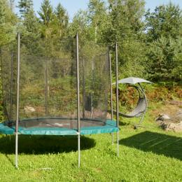 Jardin et son trampoline pour les enfants - Notre Cocon - Location de vacances - Thiéfosse