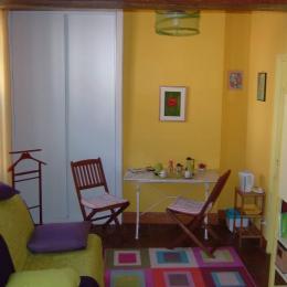 Le coin salon  - Chambre d'hôtes - Aillant-sur-Tholon