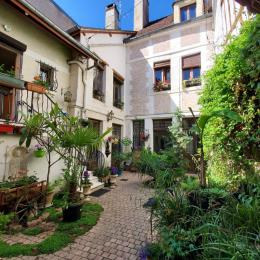 Entrée sur cour - Location de vacances - Auxerre