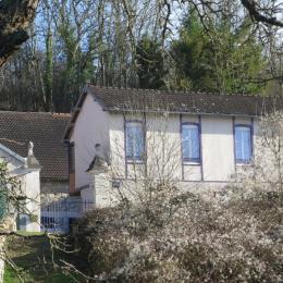 Les chambres d'hôtes Les Coûtas vues depuis les berges de l'Yonne - Chambre d'hôtes - Mailly-la-Ville
