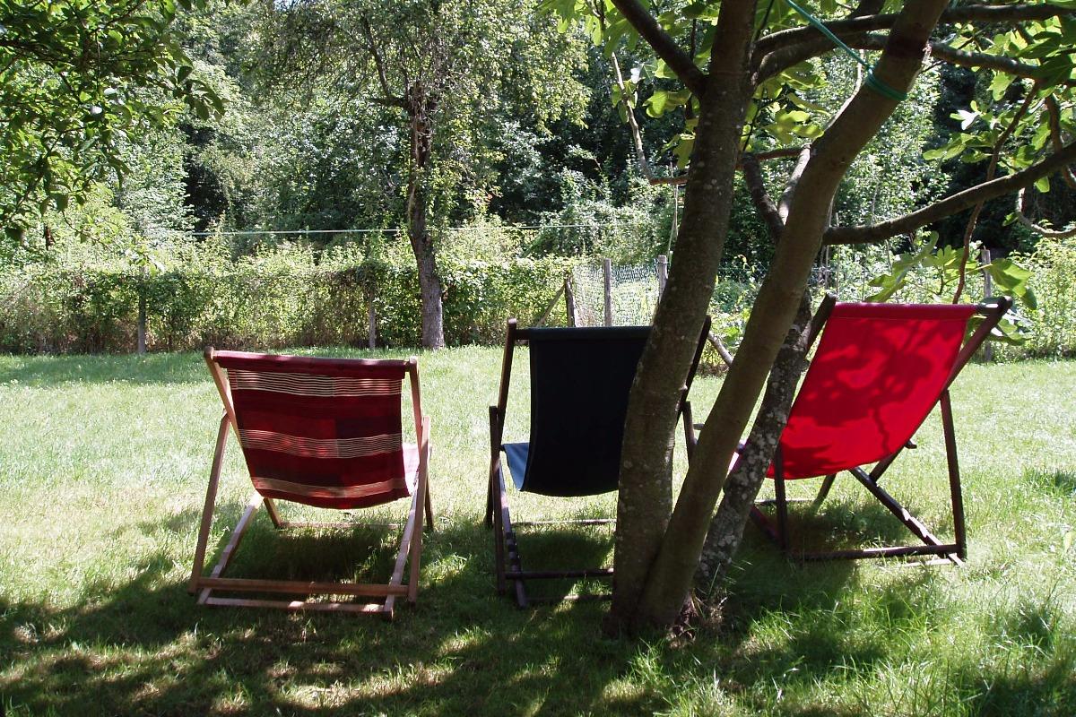 Sieste dans le jardin, à l'ombre du figuier - Location de vacances - Niaux