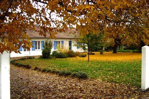 la maison blanche l'automne - Chambre d'hôtes - Lorp-Sentaraille